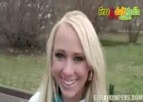 PLaatje van Blond meisje heeft een strak kutje