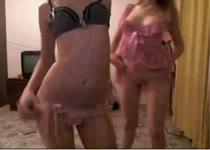 PLaatje van Meisjes doen amateur striptease