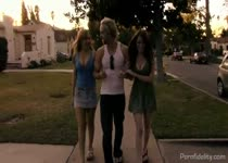 PLaatje van Geile trio sex met hete zusjes