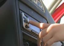 PLaatje van Tieners worden geil van de auto radio