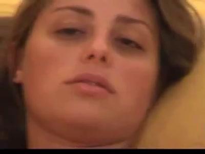 PLaatje van Schattig meisje neemt zijn grote lul lekker in haar mondje