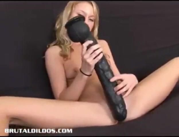 PLaatje van Waar laat dit petite blonde meisje die enorme dildo