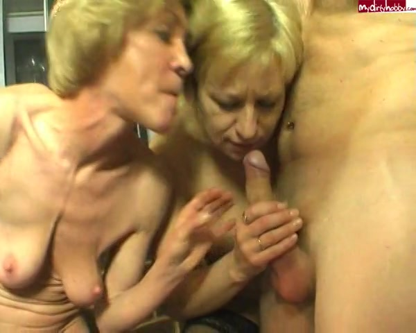 PLaatje van Twee geile omas nemen samen lekkere lul
