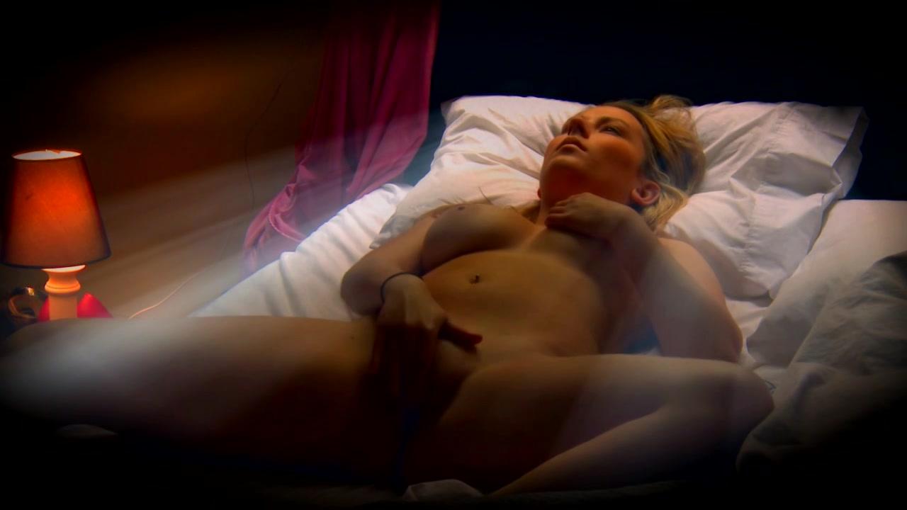 PLaatje van Geile blondine vingert als ze wakker word