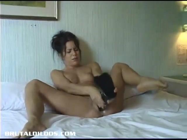 PLaatje van Sexy milf heeft een heel arsenaal aan grote sex toys
