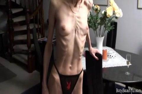 PLaatje van WTF anorexia meisje denkt sexy te zijn
