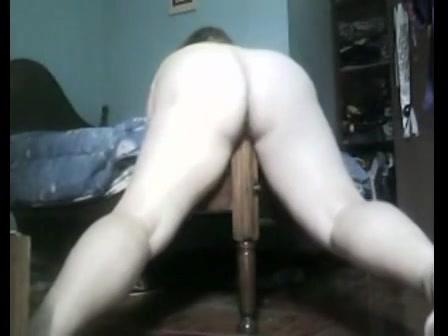 PLaatje van Rijpe geile bomma neukt poot van haar bed