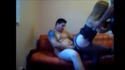 PLaatje van Twee mannen om te neuken op dit amateur thuis sex feestje