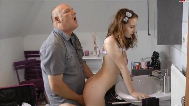 PLaatje van Sexy tiener dochter door stiefpappa geneukt