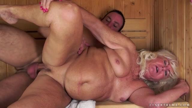 PLaatje van Oma en haar jonge minnaar worden heet in de sauna