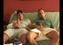 Homo boys smeren vaseline op hun dikke lul en rukken elkaar af