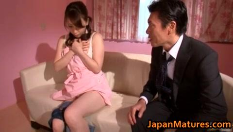 Japans vrouwtje betrapt tijdens het masturberen