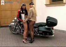 Geile mastuberende bike girls