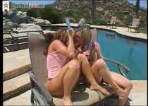 Op sex vakantie in een trio sex met twee bisex meiden