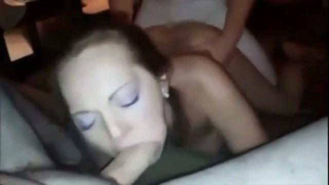Ze laat zich filmen tijdens het pijpen en neuken