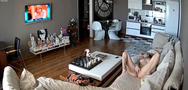 Met de beveiligingscamera word het masturberende oppas gefilmd