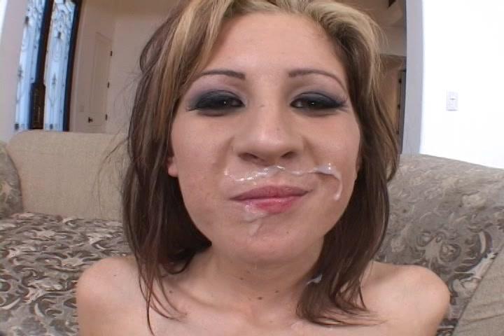 Ze heeft een witte snor van sperma